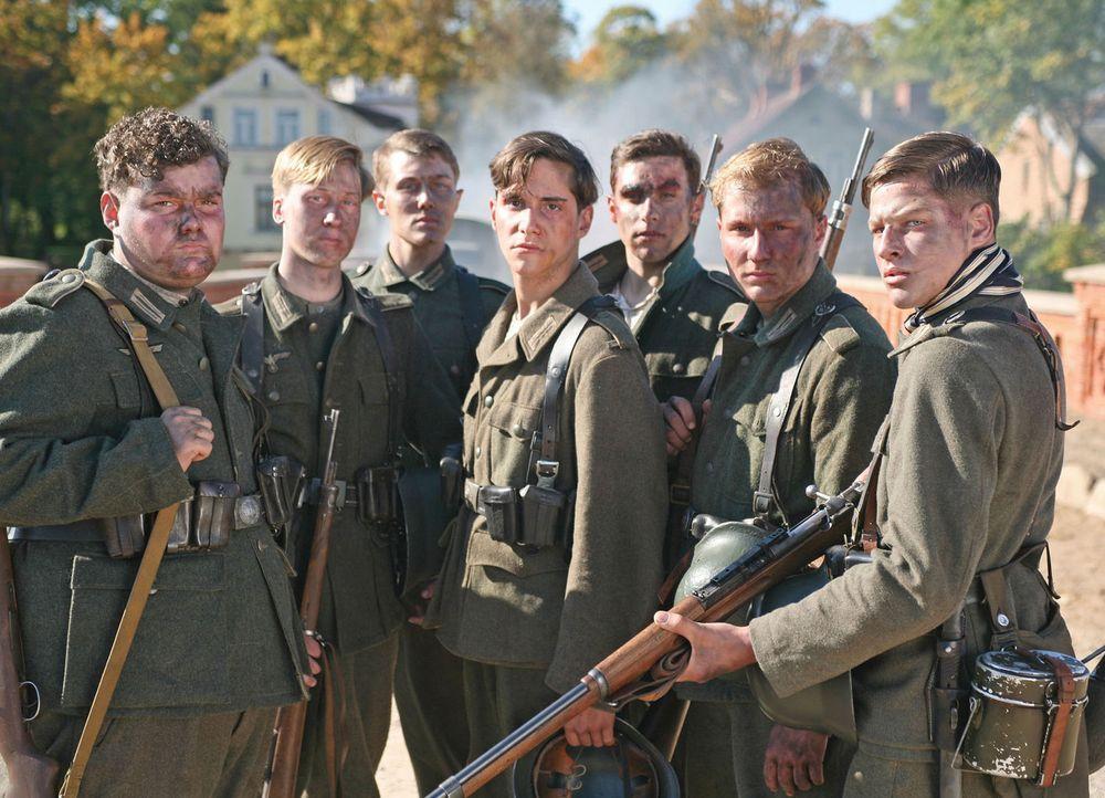 Kurz vor Ende des Zweiten Weltkrieges werden sieben deutsche Schüler dazu abkommandiert, eine unwichtige Brücke vor den anrückenden US-Truppen zu ve... - Bildquelle: Boris Guderjahn ProSieben