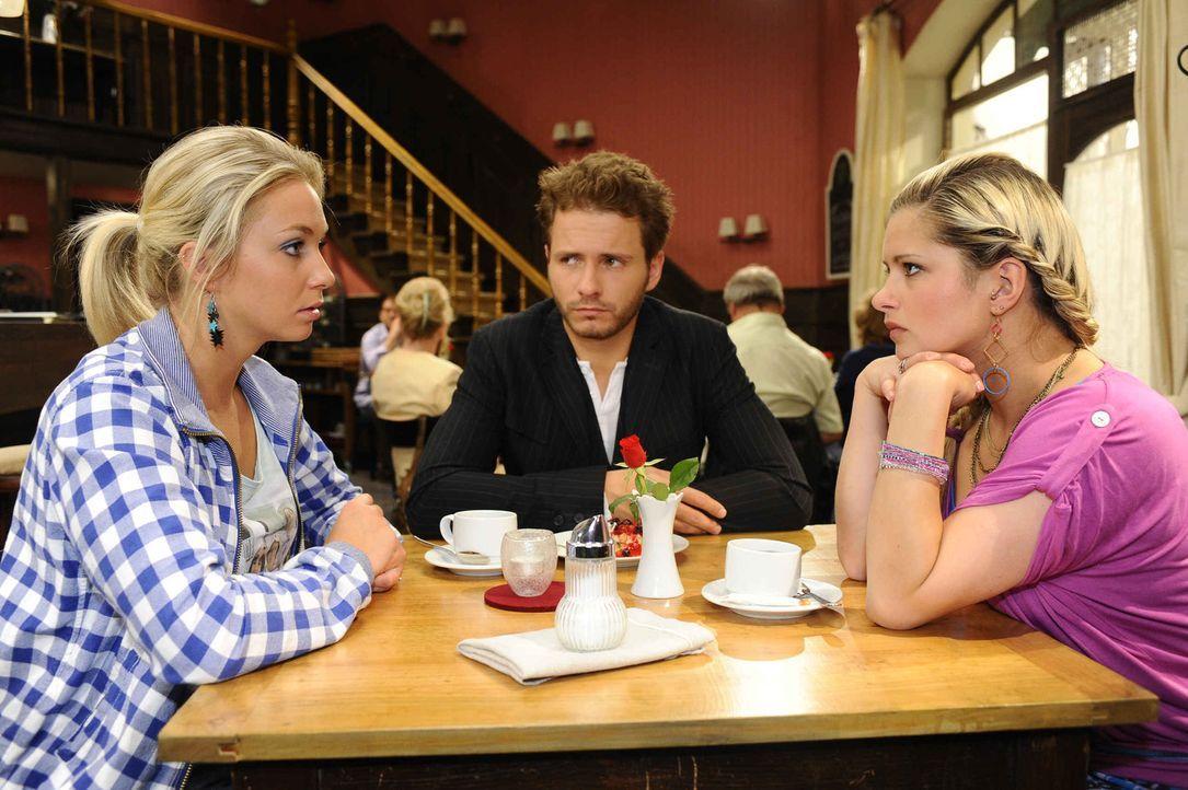 Mia (Josephine Schmidt, r.) und Enrique (Jacob Weigert, M.) gestehen Lily (Jil Funke, l.), dass sie Erna noch nicht überzeugen konnten ... - Bildquelle: SAT.1