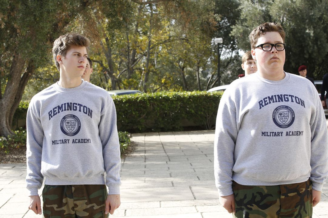 Als ein junger Marine an einer Militärakademie ermordet aufgefunden wurde, beginnt DiNozzo (Tanner Stine, l.) mit den Untersuchungen und wird dadurc... - Bildquelle: CBS Television