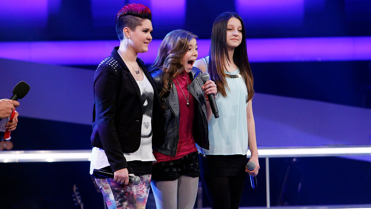The-Voice-Kids-epi05-LouisaStephanieAlexandra-2-SAT1-Richard-Huebner - Bildquelle: SAT.1/Richard Hübner