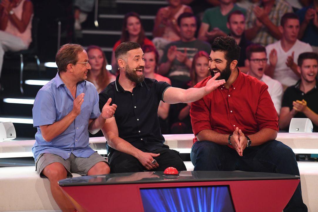 """Haben bei """" Paul Panzers Comedy Spieleabend"""" immer was zu lachen: (v.l.n.r.) Wigald Boning, Bürger Lars Dietrich und Faisal Kawusi ... - Bildquelle: Willi Weber SAT.1"""