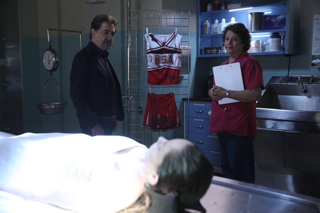 Können Rossi (Joe Mantegna, l.) und seine Kollegen den Serienmörder finden? Ein Wettlauf mit der Zeit beginnt ... - Bildquelle: Cliff Lipson ABC Studios