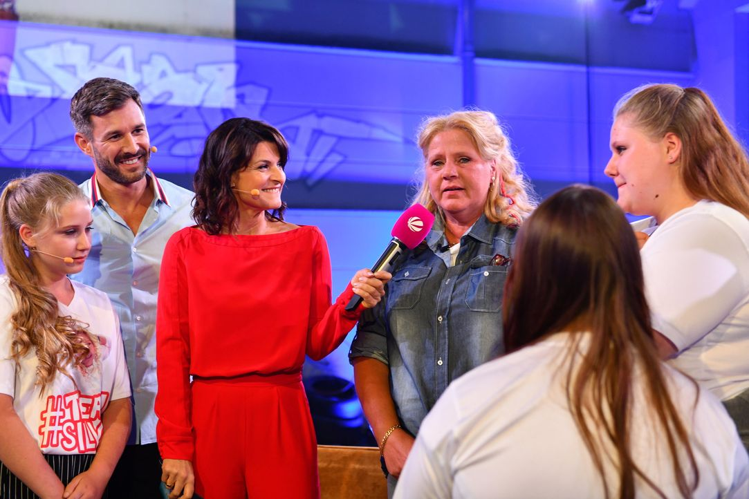 Marlene interviewt Silvia Wollny vor ihrem Eintritt ins Haus