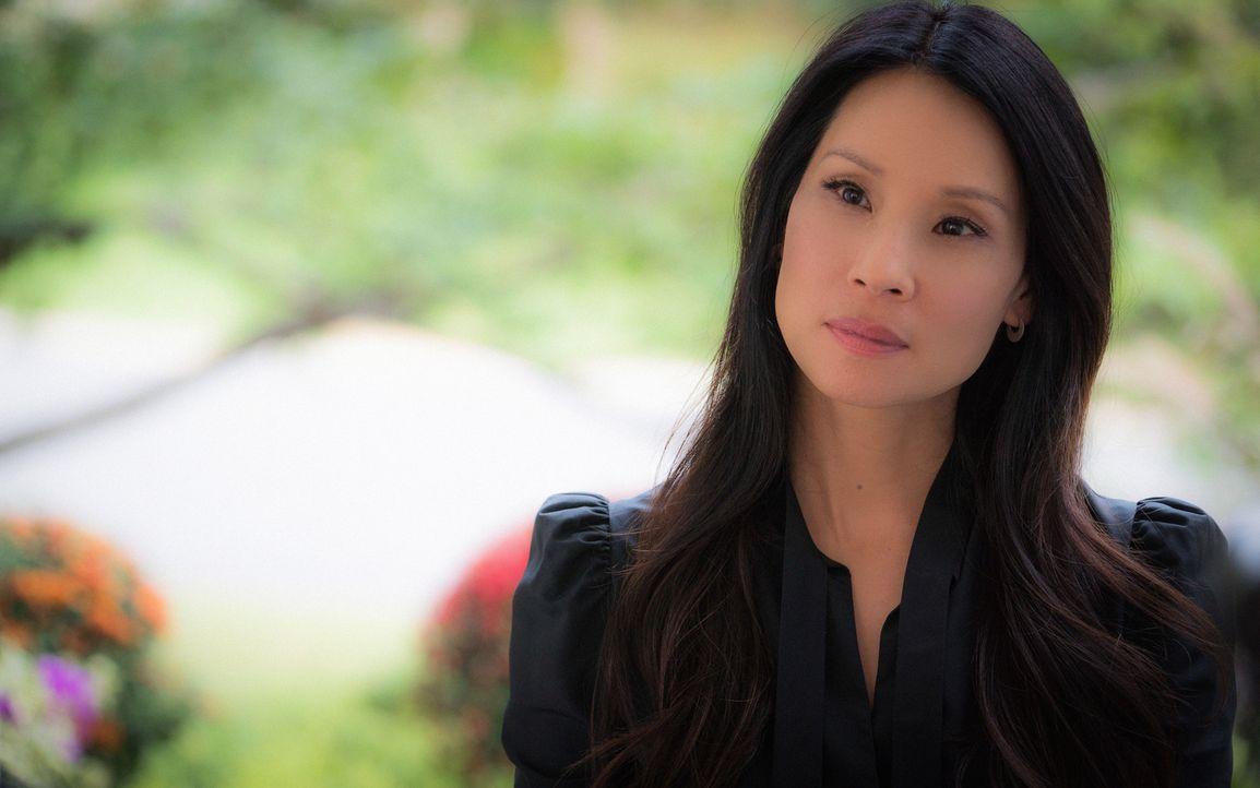 Während Watson (Lucy Liu) und Holmes dem Mord an einem ehemaligen FBI-Agenten nachgehen, muss Joan feststellen, dass ihr Stiefvater ein bisschen zu... - Bildquelle: Michael Parmelee 2015 CBS Broadcasting Inc. All Rights Reserved.