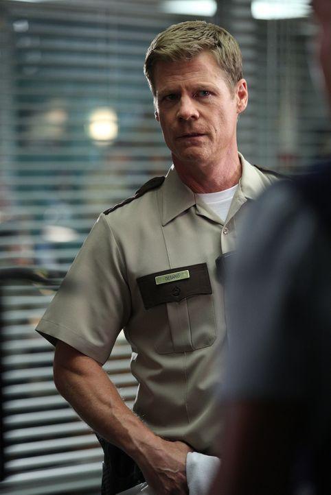 Benötigt die Hilfe vom BAU-Team, nachdem eine Frau tot aufgefunden wurde: Sheriff Paul Desario (Joel Gretsch) ... - Bildquelle: Cliff Lipson ABC Studios