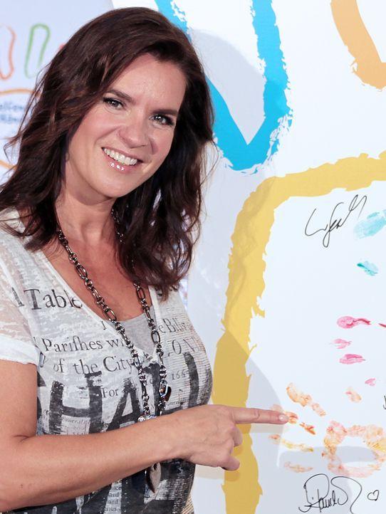 Kati-Witt-Mc-Donalds-Spendenaktion-12-10-18-dpa - Bildquelle: picture alliance / dpa, Ole Spata
