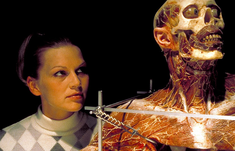 Bringt sich in Lebensgefahr: Gretchen (Anna Loos) ... - Bildquelle: Columbia Pictures