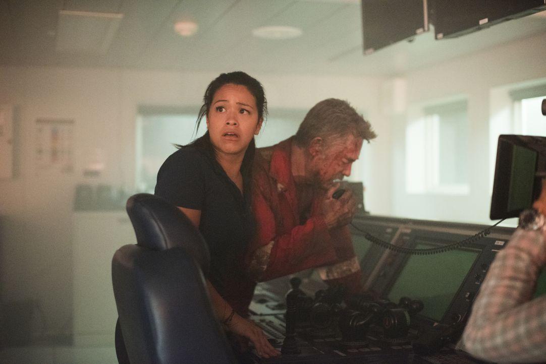 Obwohl Jimmy Harrell (Kurt Russell, r.), der Chef der Ölplattform Deepwater Horizon, ausführliche Sicherheitstests anordnet, kommt es am 20. April 2... - Bildquelle: Enrique Chediak Studiocanal / Enrique Chediak