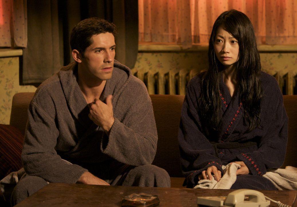 Geraten ins Visier eines rachsüchtigen Jugendfreundes und seiner Killerarmee: Namiko (Mika Hijii, r.) und Casey (Scott Adkins, l.) ... - Bildquelle: Nu Image