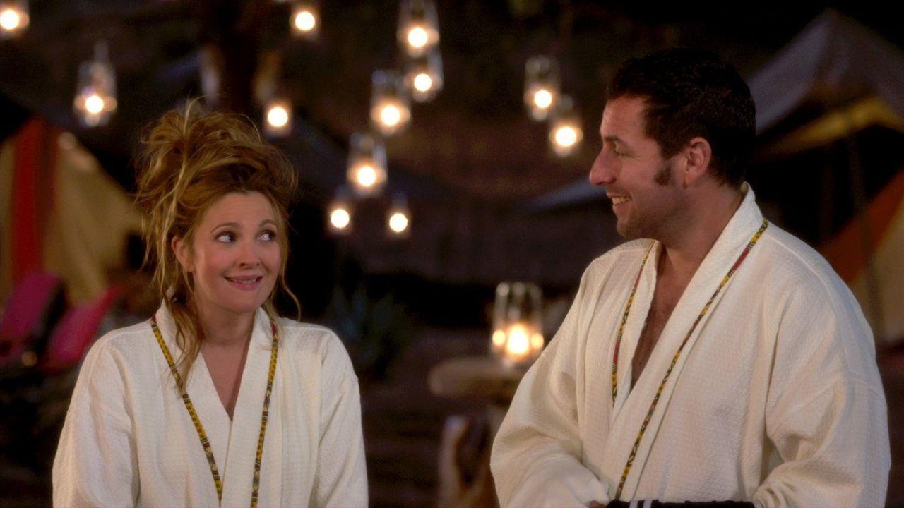 Ein Urlaub mit ungeahnten Folgen wartet auf Lauren (Drew Barrymore, l.) und Jim (Adam Sandler, r.) ... - Bildquelle: Warner Brothers