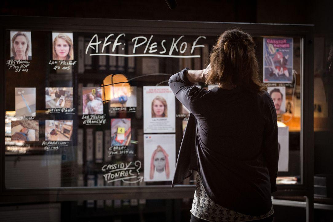 Der Selbstmord einer Frau und der Mord an deren Tochter, die eigentlich als vermisst galt, lassen Adèle (Juliette Roudet) und das Team vor einem Rät... - Bildquelle: Eloïse Legay 2017 BEAUBOURG AUDIOVISUEL