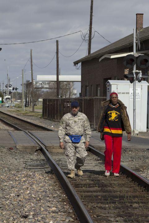 Die Freunde Frank Vega (Danny Trejo, l.) und Bernie Pope (Danny Glover, r.) sind in Louisiana auf der Suche nach der entführten Tochter eines Freund... - Bildquelle: 2014 Lazer Nitrate, LLC.  All rights reserved.