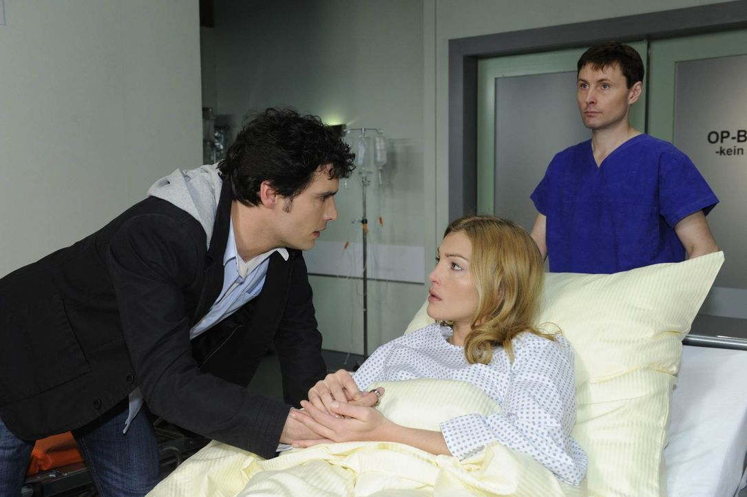 Um Alexander nicht an Mia zu verlieren, fürchtet Annett (Tanja Wenzel, M.) das Schlimmste und fädelt einen Plan ein, Alexander (Paul Grasshoff, l.... - Bildquelle: SAT.1