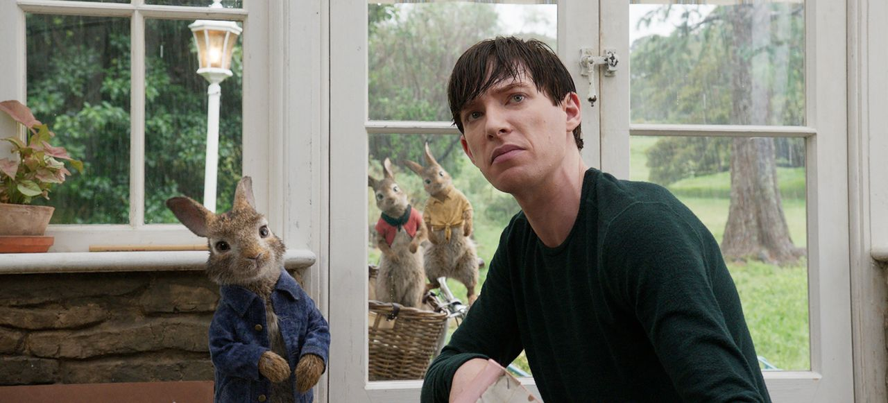 (v.l.n.r.) Peter Hase; Flopsi; Mopsi; Thomas McGregor (Domhnall Gleeson) - Bildquelle: 2018 CPII. All Rights Reserved. PETER RABBIT and all associated characters TM & © FW&Co. Limited.