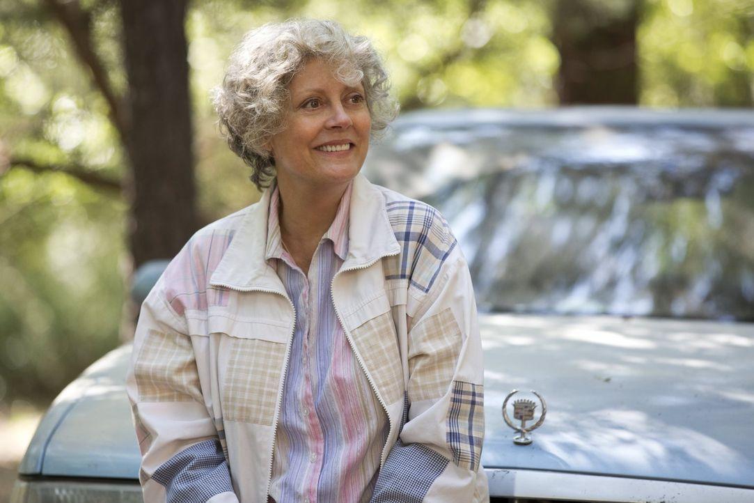 Der kranken und durchgeknallten Pearl (Susan Sarandon) kommt der Roadtrip ihrer Enkelin gerade recht: Sie will nochmal ordentlich einen drauf machen... - Bildquelle: Warner Bros. Television