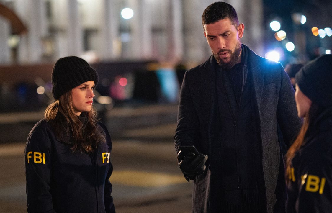 (v.l.n.r.) Special Agent Maggie Bell (Missy Peregrym); Special Agent Omar Adom 'OA' Zidan (Zeeko Zaki); Emily Ryder (Catherine Haena Kim) - Bildquelle: Mark Schafer 2020 CBS Broadcasting, Inc. All Rights Reserved. / Mark Schafer