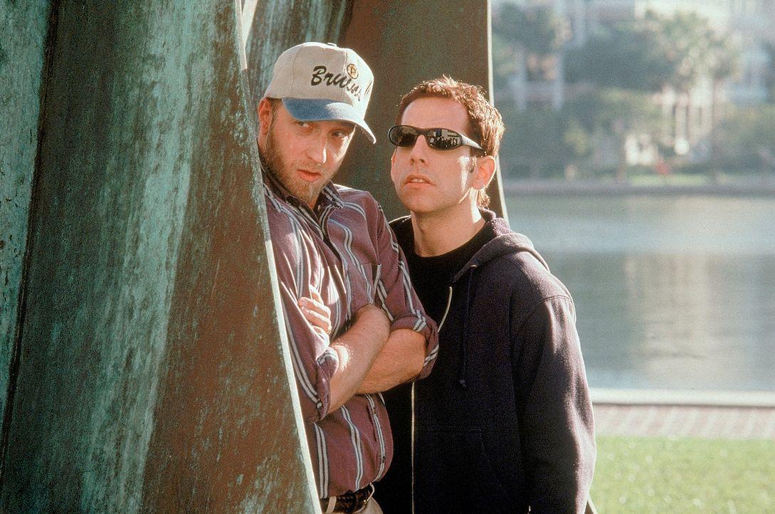 Der tollpatschige Ted Stroehmann (Ben Stiller, r.) hatte auf der High School ein Date mit der schönen Mary. Doch das ging vollkommen in die Hose. Au... - Bildquelle: 1998 Twentieth Century Fox Film Corporation. All rights reserved.