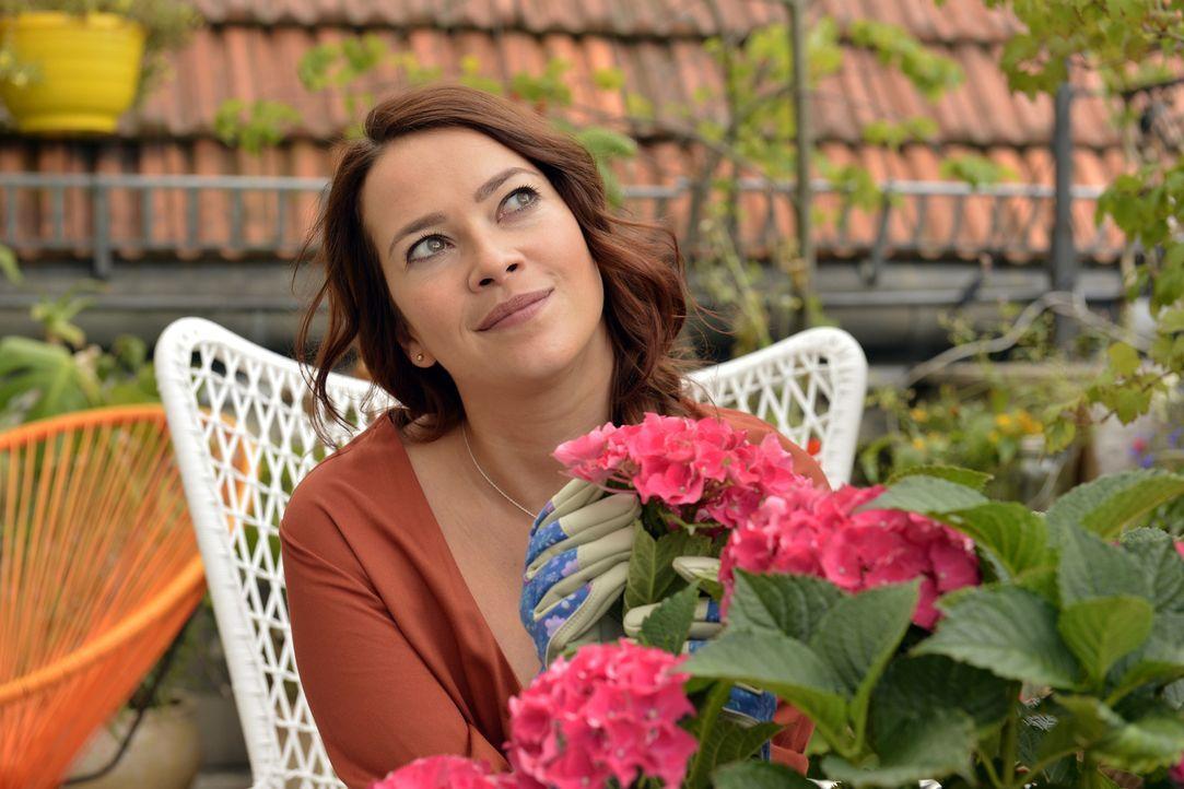 Sallys (Laura Osswald) Vorsatz, mal ohne Sex auszukommen, wird auf eine harte Probe gestellt ... - Bildquelle: Oliver Ziebe SAT.1