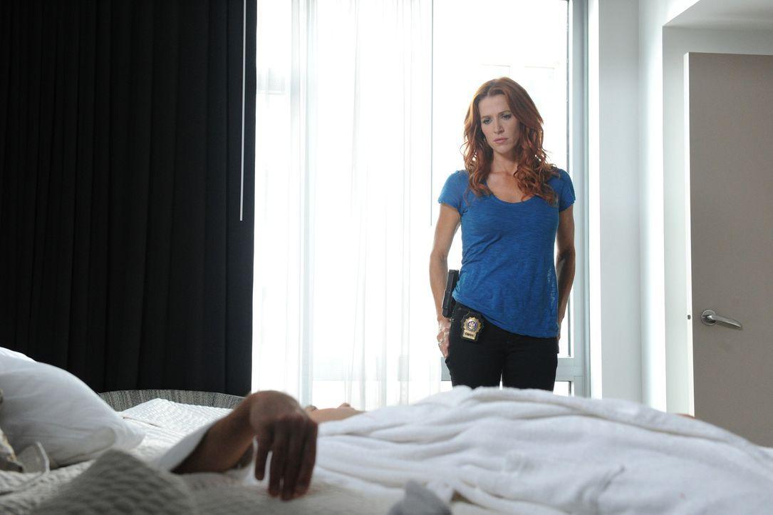 Nachdem der Anwalt Brett Langley ermordet in seinem New Yorker Hotelzimmer aufgefunden worden ist, macht sich Carrie (Poppy Montgomery) gemeinsam mi... - Bildquelle: Sony Pictures Television Inc. All Rights Reserved.