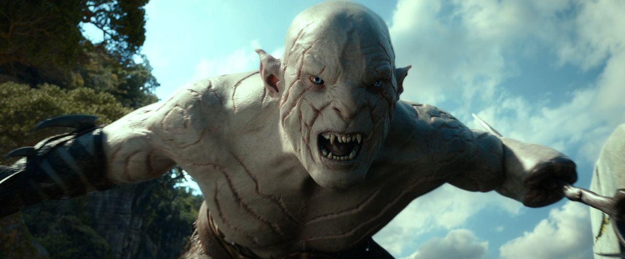Als wenn ein Drache nicht schon schlimm genug wäre, hat es jetzt auch der Ork-Häuptling Azog (Manu Bennett) auf Bilbo und die Zwerge abgesehen ... - Bildquelle: 2013 METRO-GOLDWYN-MAYER PICTURES INC. and WARNER BROS. ENTERTAINMENT INC.