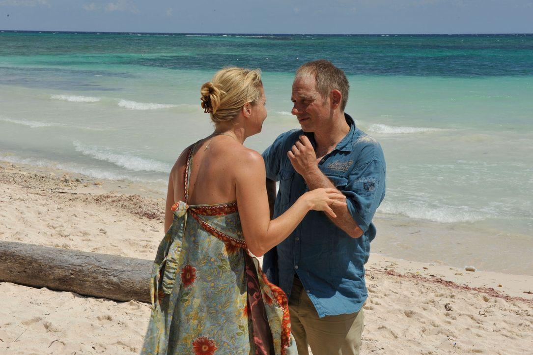 Als Thomas (Michael Lott) erkennt, dass Barbara (Annette Frier) nicht heimkehren wird, reist er nach Mexiko, um seine Frau nach Hause zu holen. Doch... - Bildquelle: Hardy Brackmann SAT.1