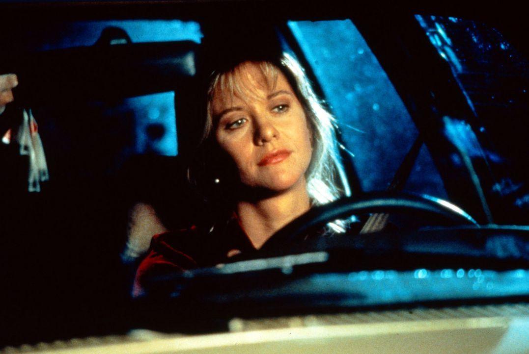 Annie (Meg Ryan) hört im Radio die Stimme des Architekten Sam aus dem 3000 Meilen entferneten Seattle - und verliebt sich in ihn ... - Bildquelle: Columbia TriStar
