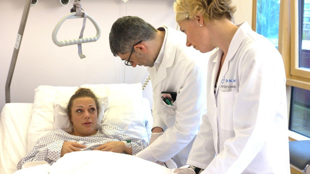 Prof. Fansa (M.) und seine Kollegin wollen Edith gerne von ihrem Leid erlösen, aber macht bei der verpfuschten Bauchstraffung eine neue Schönheits-O... - Bildquelle: SAT.1