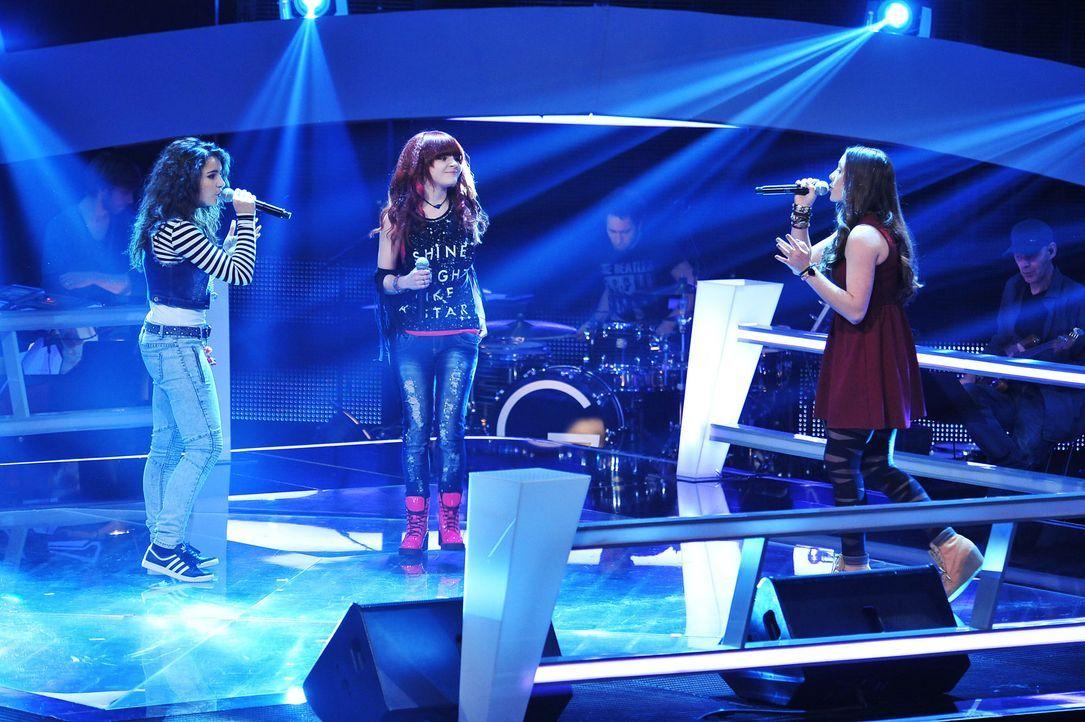 The-Voice-Kids-Stf02-Epi07-Carlotta-Vanessa-Tamara-2-SAT1-Andre-Kowalski - Bildquelle: SAT.1/Andre Kowalski