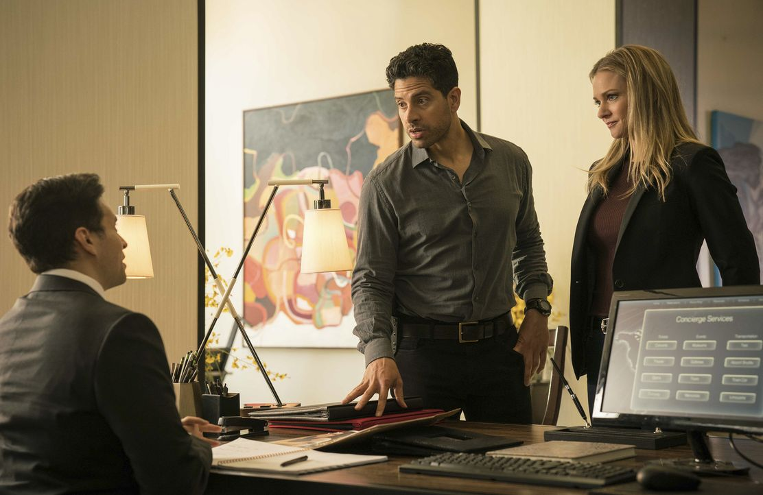 Können JJ (A. J. Cook, r.) und Luke (Adam Rodriguez, M.) in der alten BAU-Konstellation ermitteln ohne vor der unnachgiebigen FBI-Agentin Barnes auf... - Bildquelle: Brandon Hickman 2017 CBS Broadcasting, Inc. All Rights Reserved/Brandon Hickman