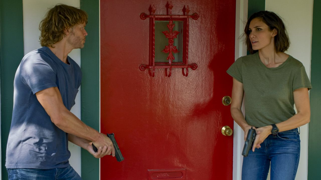 Marty Deeks (Eric Christian Olsen, l.); Special Agent Kensi Blye (Daniela Ruah, r.) - Bildquelle: Sonja Flemming 2020 CBS Broadcasting Inc. All Rights Reserved. / Sonja Flemming