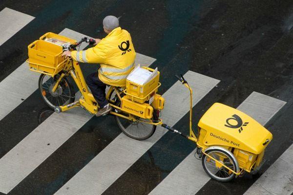 Beamter im Einfachen Dienst (z.B. Postbote/Postbotin und Busfahrer/in): zwis...