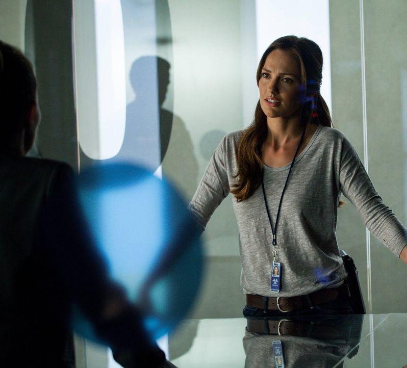 Der neueste Fall bringt Valerie (Minka Kelly) dazu, über sich selber nachzudenken ... - Bildquelle: Warner Bros. Television