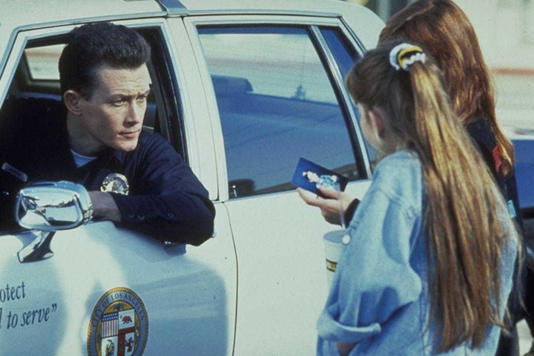Schon bald ist der Killer T-1000 (Robert Patrick, l.) seinen Opfern dicht auf den Fersen ... - Bildquelle: Columbia TriStar Films