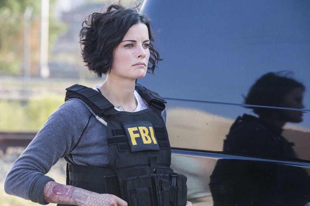 Als deutlich wird, dass sich unter Janes (Jaimie Alexander) offensichtlichen Tattoos weitere, versteckte befinden, ahnen Weller und sein FBI-Team, d... - Bildquelle: Warner Brothers