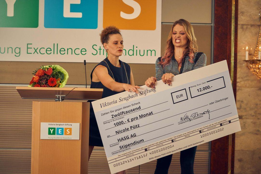 Karla Schuh (Karen Dahmen, l.); Nicole Pütz (Hanna Plaß, r.) - Bildquelle: Frank Dicks SAT.1 / Frank Dicks