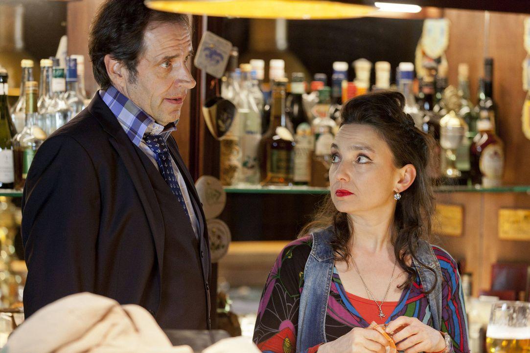 """(3. Staffel) - Mick kann überhaupt nicht tolerieren, dass """"seine"""" Uschi (Tatjana Clasing, r.) einen Lover hat, der noch dazu auf den Namen Martin F... - Bildquelle: SAT.1"""