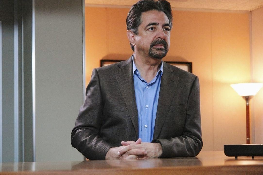 Gemeinsam mit Reid versucht Rossi (Joe Mantegna) den Mörder von Riley zu finden. Das ist allerdings keine leichte Aufgabe, da der Fall schon einige... - Bildquelle: Touchstone Television