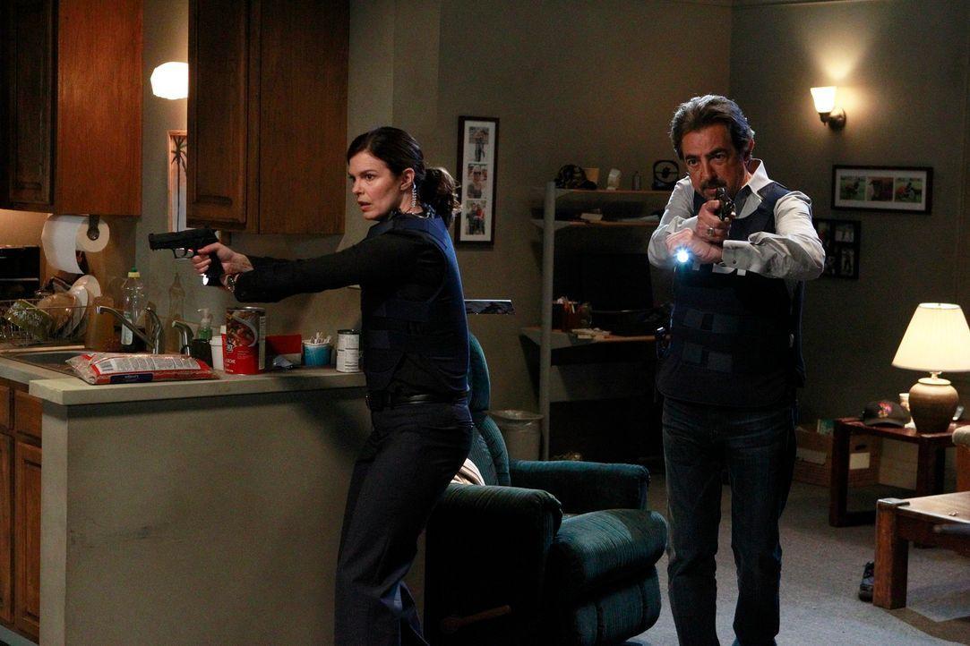 Als die Leichen zweier scheinbar zusammenhangloser Opfer kurz hintereinander in San Diego und Los Angeles gefunden werden, wird das Team um Rossi (J... - Bildquelle: ABC Studios