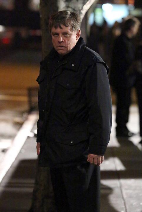 Was führt John Curtis (Mark Hamill) im Schilde? - Bildquelle: ABC Studios