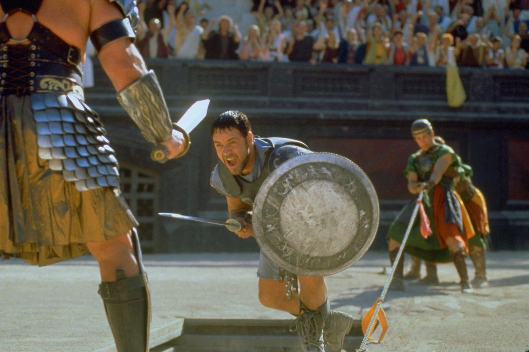 Der römische Feldherr Maximus (Russell Crowe, M.) soll Nachfolger von Kaiser Marcus Aurelius werden. Um dies zu verhindern, ordnet dessen Sohn die E... - Bildquelle: Universal Pictures