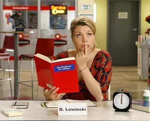 Eine etwas ungewöhnliche Rechtsanwältin: Danni Lowinski (Annette Frier) ...   - Bildquelle: Frank Dicks - Sat1