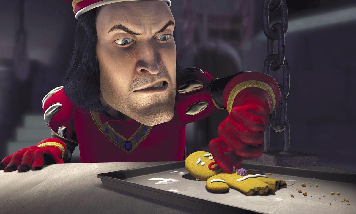 Der fiese Lord Farquaad (hinten) versucht sogar, ein hilfloses Lebkuchenmännchen auf seine Seite zu ziehen ... - Bildquelle: TM &   2001 DreamWorks L.L.C.