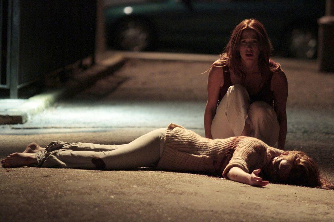 Wird Zeugin eines Mordes: Carrie Wells (Poppy Montgomery) ... - Bildquelle: Sony Pictures Television Inc. All Rights Reserved.