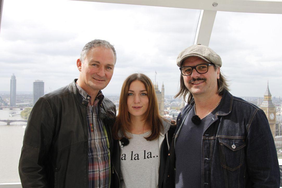 Zusammen mit ihrem Vater (l.) und Henning Wehland (r.) macht sich Valerie (M.) auf dem Weg zu einer ganz besonderen Überraschung ... - Bildquelle: SAT.1