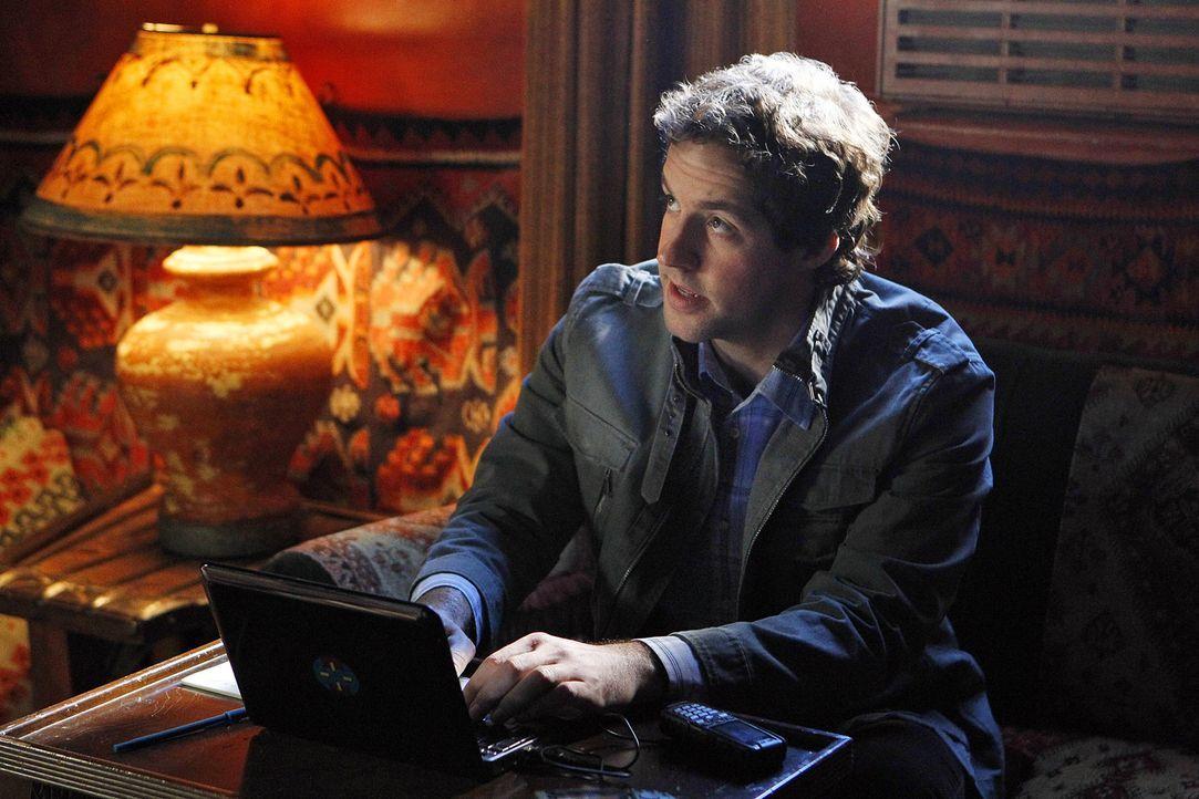 Callen fliegt in den Jemen, um auf Sam aufzupassen. Zu seiner Überraschung stößt er im Hotel auf Nate (Peter Cambor), der von Hetty ebenfalls zu... - Bildquelle: CBS Studios Inc. All Rights Reserved.