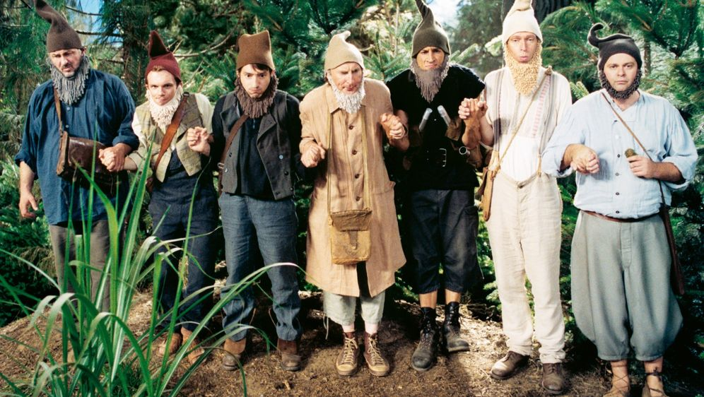 7 Zwerge - Männer allein im Wald - Bildquelle: Detlef Overmann 2004 Zipfelmützen Film / Film & Entertainment VIP Medienfonds 2 / Universal Pictures Productions / MMC Independent / Rialto Film