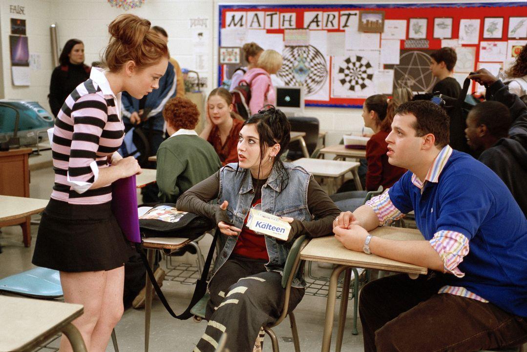 An der neuen Schule freundet sich Cady (Lindsay Lohan, l.) mit den beiden Außenseitern Janis (Lizzy Caplan, M.) und Damian (Daniel Franzese, r.) an... - Bildquelle: Paramount Pictures