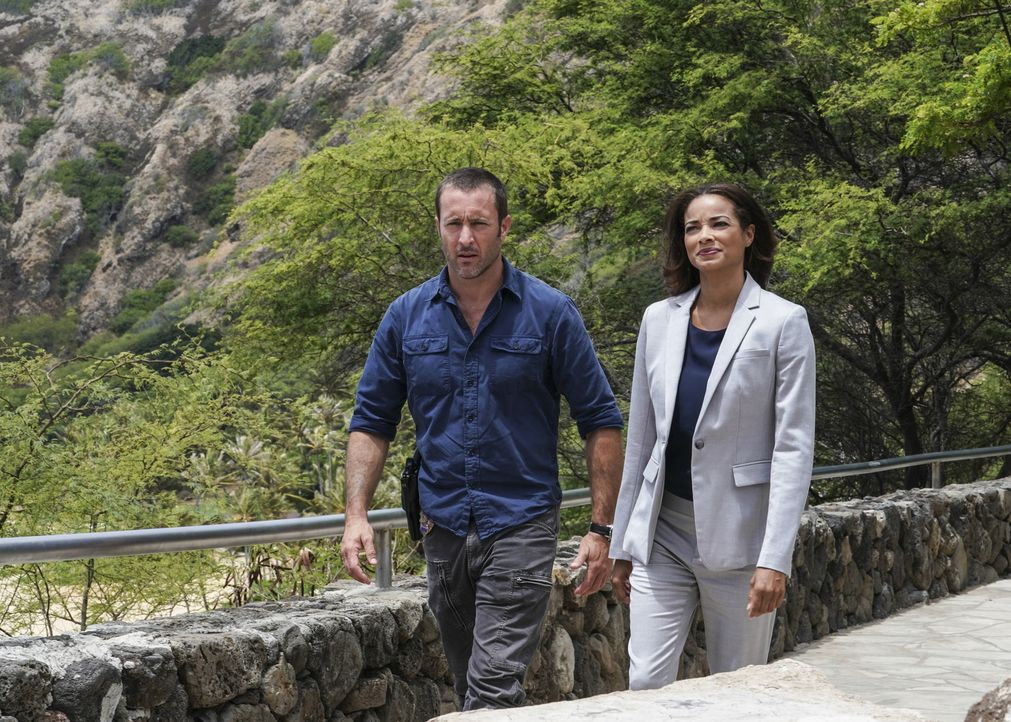 Steve McGarrett (Alex O'Loughlin, l.); Greer (Rochelle Aytes, r.) - Bildquelle: 2018 CBS Broadcasting, Inc. All Rights Reserved./ Karen Neal