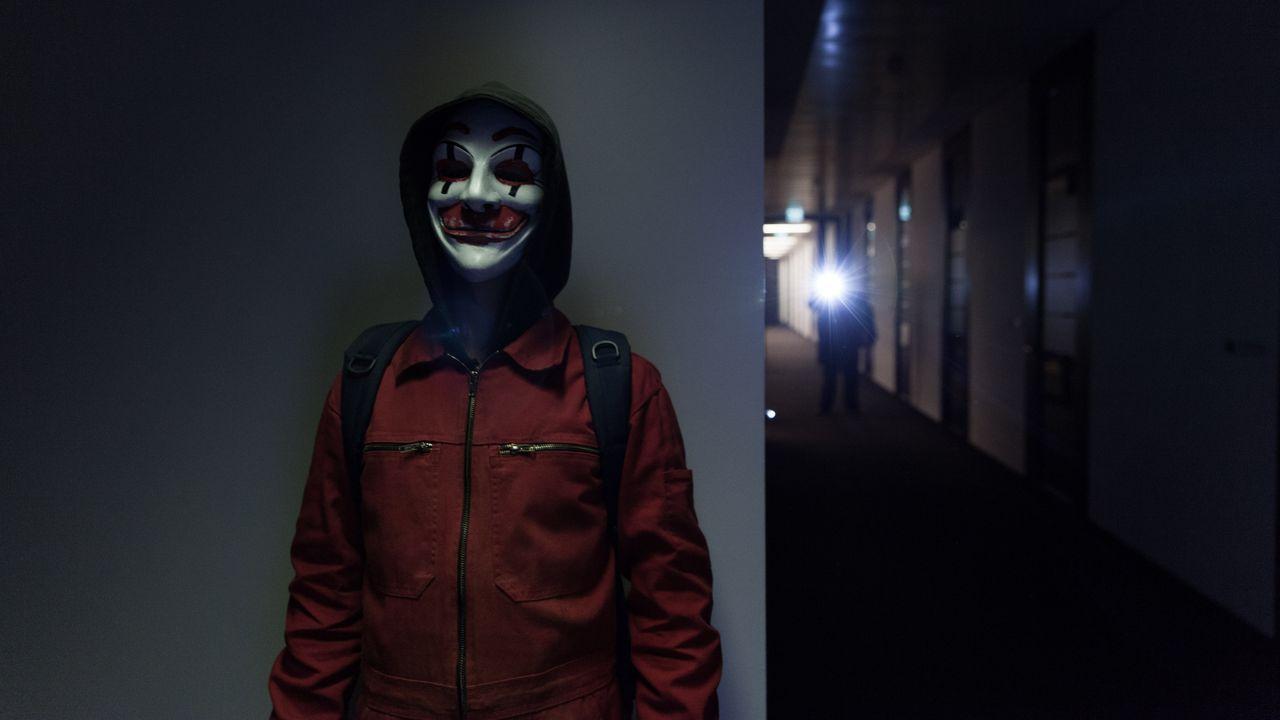 Als die Hackergruppe CLAY einer anderen Hacker-Organisation in die Quere kommt, die sich FR13NDS nennt, beginnt eine mörderische Hetzjagd - nicht nu... - Bildquelle: Jan Rasmus Voss Wiedemann & Berg Film / Jan Rasmus Voss