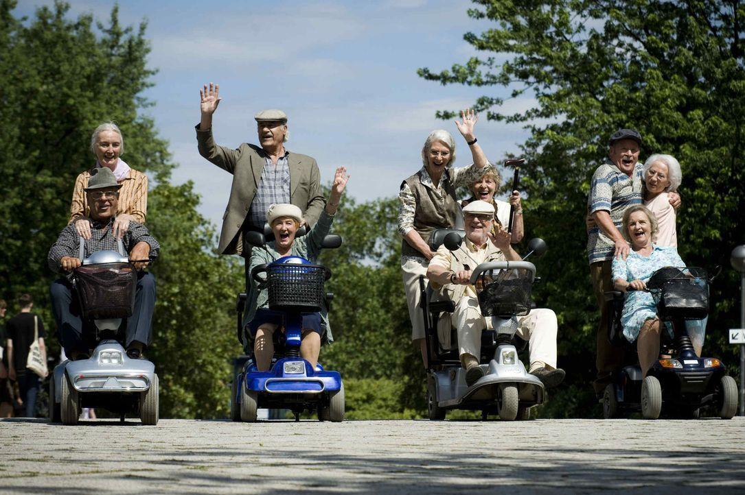 """(1. Staffel) - Vorbei sind die Tage, in denen sich die Jungen über die Alten lustig gemacht haben - die Zeit der """"Rache"""" ist nun gekommen: Adolf (vo... - Bildquelle: Martin Menke ProSieben"""